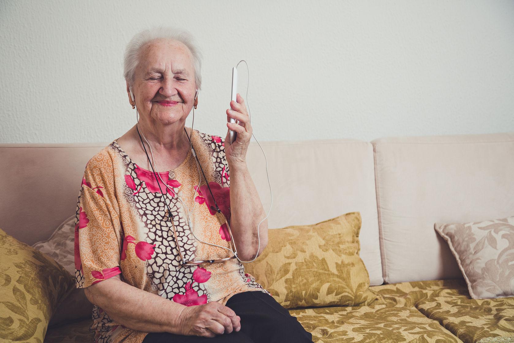 Cuidado con el aislamiento de nuestros mayores